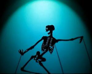 Une danse macabre burlesque